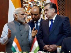 narendra-modi-meets-tajikistan-president-emomali-rahmon-1436856813118